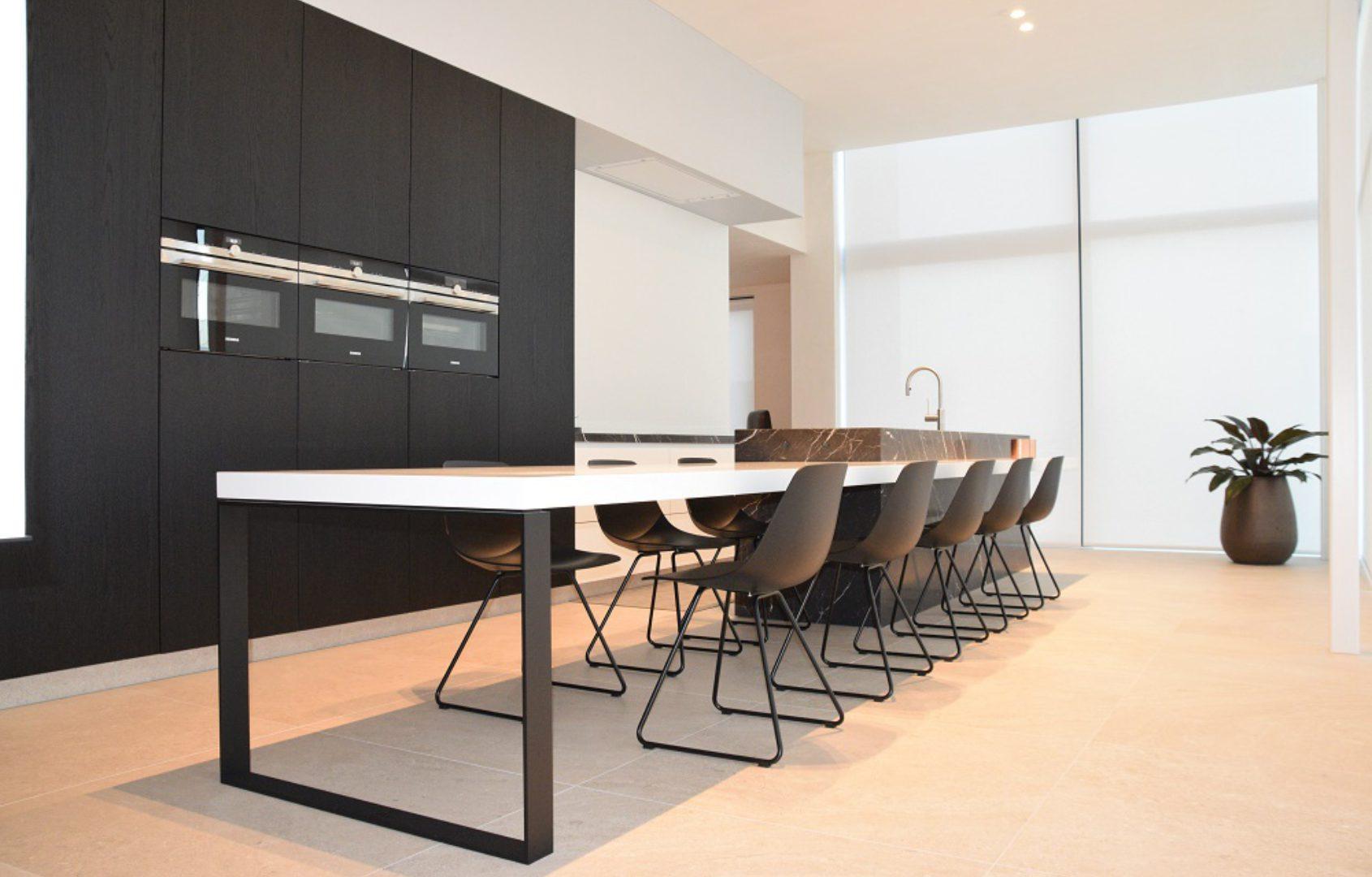 Stalen tafelonderstel met naadloze overgang corian CV Tielt