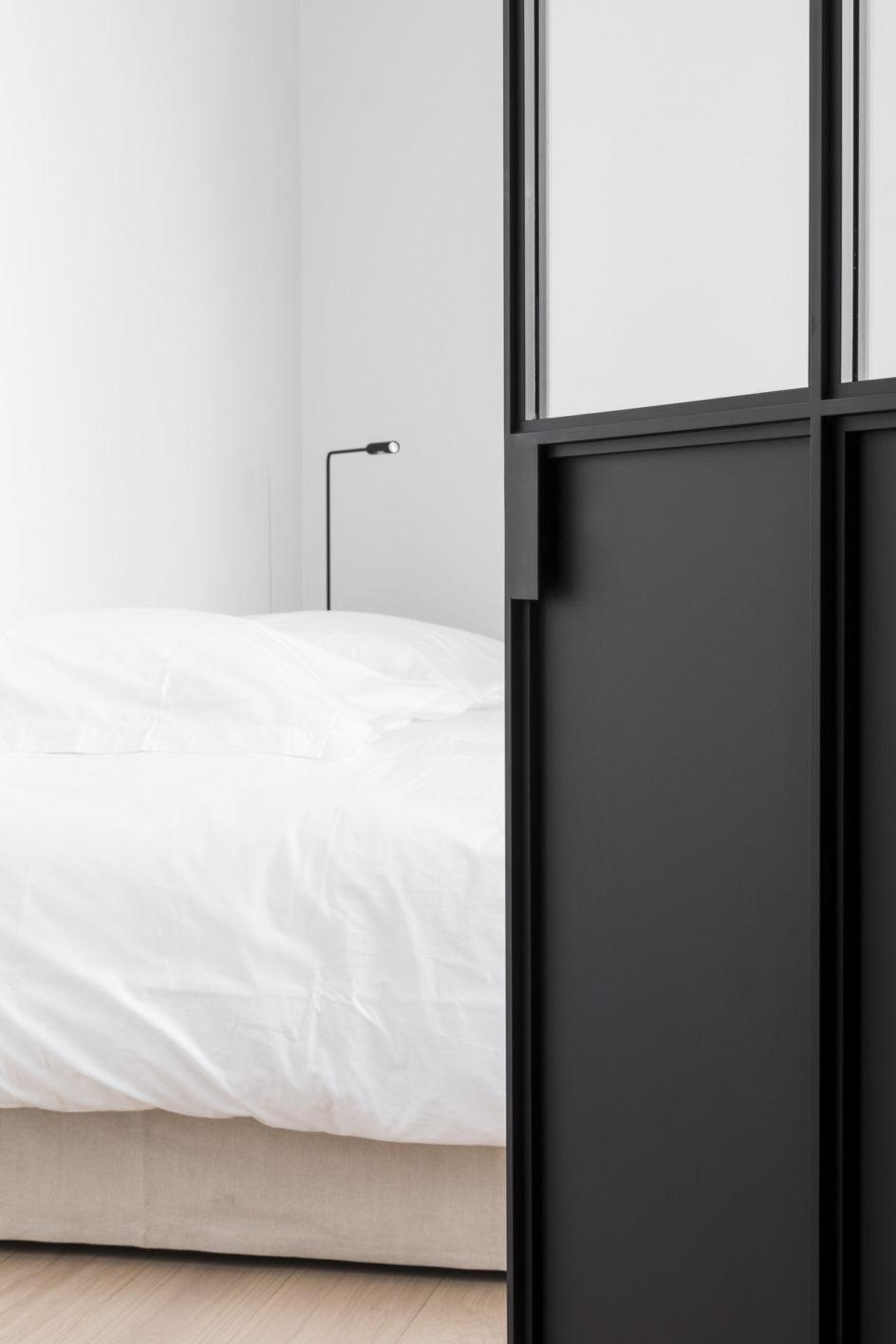 Stalen deur met onderpaneel, ontwerp Marie Lecluyse BD Knokke