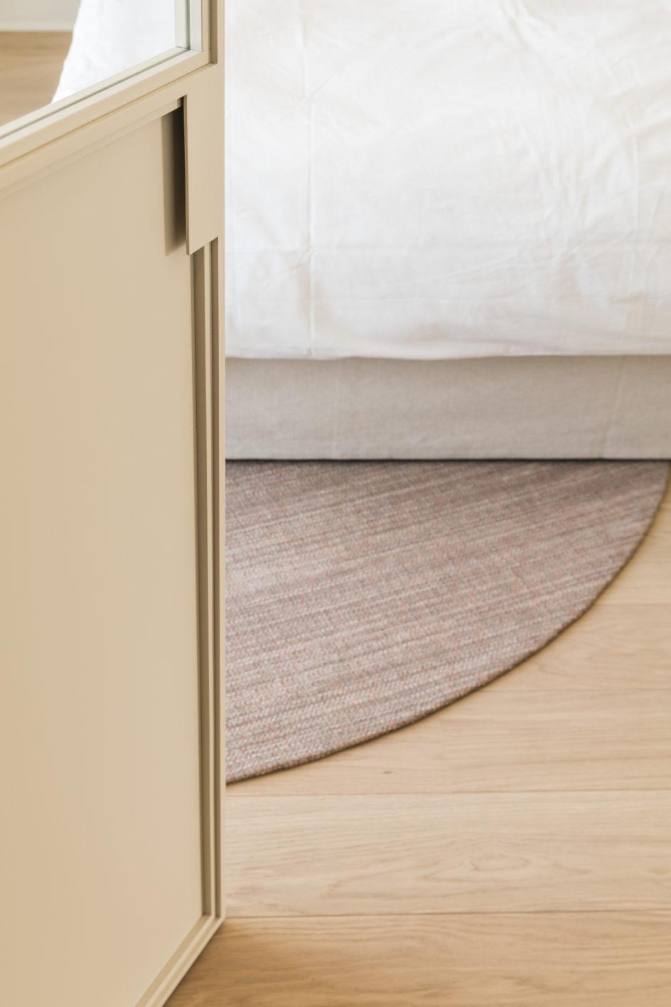 wit gelakte stalen binnendeur ontwerp interieurarchitecte Marie Lecluyse