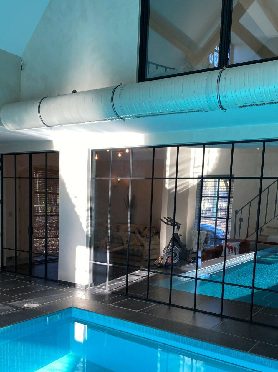 Vast stalen raam poolhouse